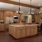 Бежевая кухня коричневый пол