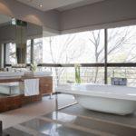 Большая ванная хай-тек панорамное окно