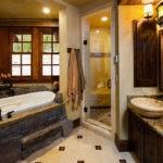 Большая ванная комната рустик