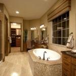 Большая ванная комната светло-коричневая гамма