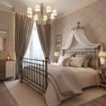 Декор спальни классик с гардинами и балдахином