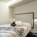 Декор спальни кровать с настенным изголовьем