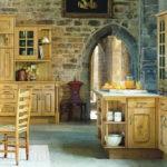 Декоративный камень на кухне английский стиль
