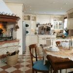 Декоративный камень на кухне классический стиль