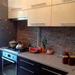 Декоративный сланцевый камень на стандартной кухне