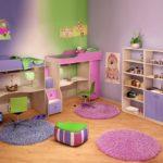 Дизайн детской комнаты для двух разнополых детей кроватки сверху