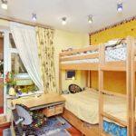 Дизайн детской комнаты для двух разнополых детей с невысоким потолком