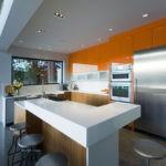 Дизайн кухни в современном стиле со встроенной техникой