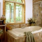 Дизайн ванной комнаты в частном доме арт-деко с керамической плиткой