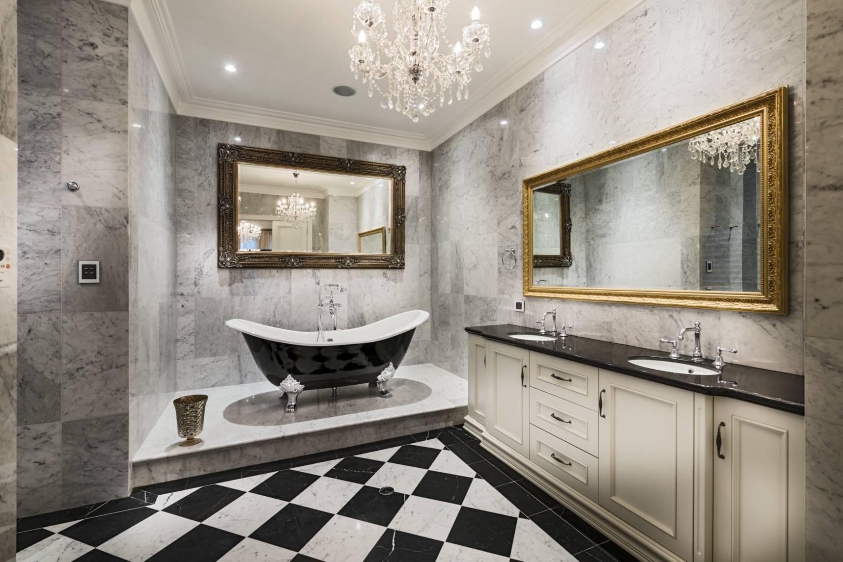 Дизайн ванной комнаты в частном доме с кафельной плиткой