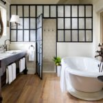 Дизайн ванной комнаты в частном доме с перегородкой