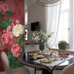 Фотообои в интерьере кухни на декоративной колонне