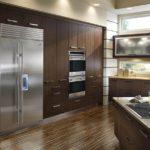 Холодильник в интерьере кухни ниша в стене