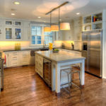 Холодильник в интерьере кухни под антресолями