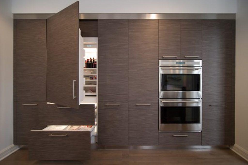 Холодильник в интерьере кухни встроенный в гарнитур