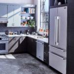 Холодильник в интерьере кухни встроенный в шкаф