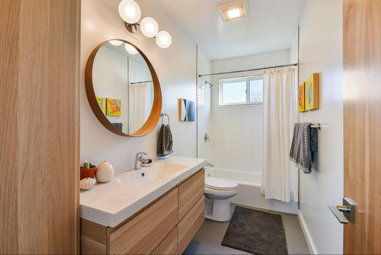 компактный дизайн ванной с туалетом