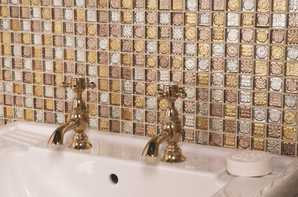Мозаика для ванной комнаты из стекла