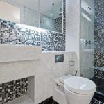 Мозаика в ванной комнате черно-белая палитра