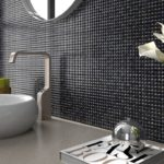 Мозаика в ванной комнате черного цвета
