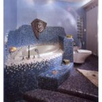 Мозаика в ванной комнате плавный переход фиолетового в синий