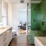 Мозаика в ванной комнате темно-зеленая