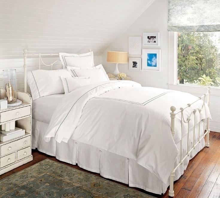 оформление стен в спальне белый цвет