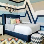 Оформление стен в спальне футуристической росписью