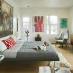 Оформление стен в спальне картинами