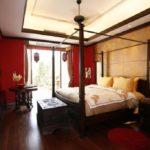 Оформление стен в спальне красный декор и панели