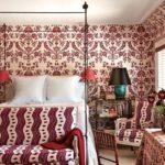 Оформление стен в спальне в общем стиле с мебелью