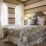 Оформление стен в спальне в полоску краской