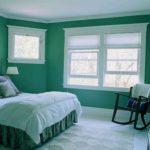 Оформление стен в спальне зеленым цветом