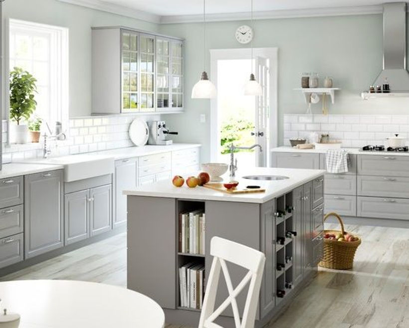 Серая палитра кухни в сочетании с белым