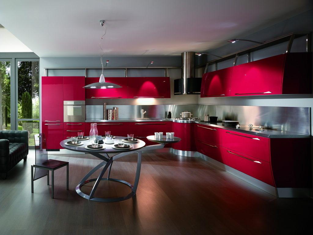Серая палитра кухни в сочетании с красным