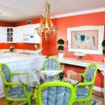 Сочетание цветов интерьер кухни белый и кислотные цвета