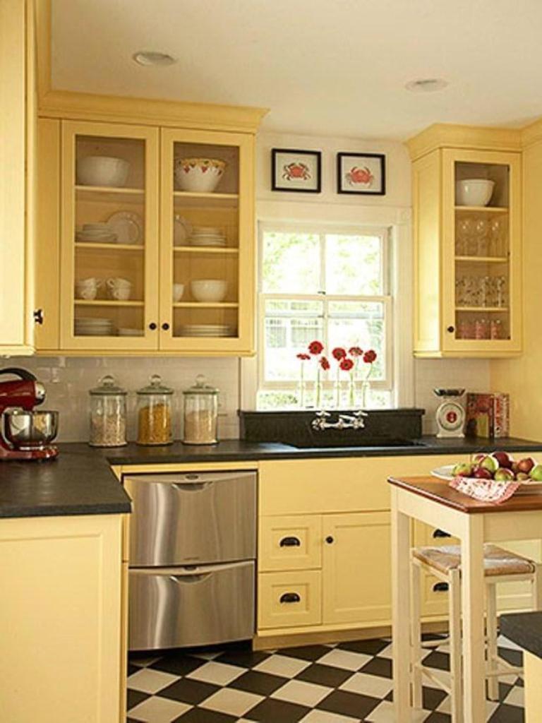 Сочетание цветов интерьер кухни бледно-желтый
