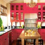 Сочетание цветов интерьер кухни малиновый красный на бежевом фоне