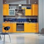 Сочетание цветов интерьер кухни оранжевый и темный синий на фоне серого