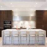 Современная кухня коричневый и белый цвета