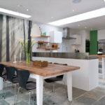 Современная кухня обеденная зона и фотообои