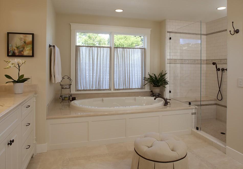 ванная с окном в частном доме