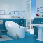 ванная комната с окном уютное пространство
