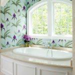ванная комната с окном идеи дизайна