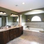 ванная комната с окном варианты интерьера