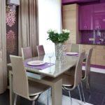 Фиолетовая кухня и стулья