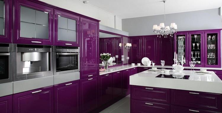 Большая фиолетовая кухня