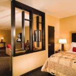 деление гостиной спальни