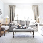 диван кровать в гостиной спальне