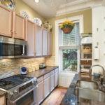 дизайн узкой кухни фото интерьера
